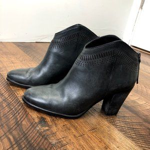 VINCE CAMUTO Fetter booties black leather boot